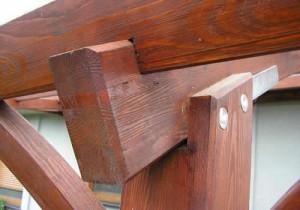 Соединение опорной стойки поперечных и продольных балок.