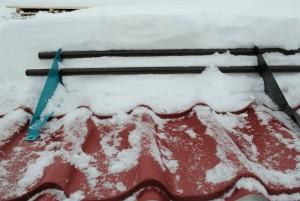 Снегозадержатель для металлочерепицы предотвратит падение снега и льда с крыши
