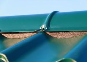 Уплотнитель под конек металлочерепицы: как и какой выбрать материал?
